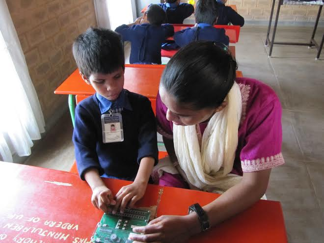 Braille tutor